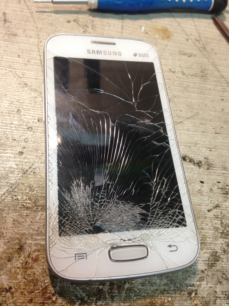 экрана руками сенсорного телефоне самсунг своими замена на