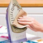 Как очистить подошву утюга